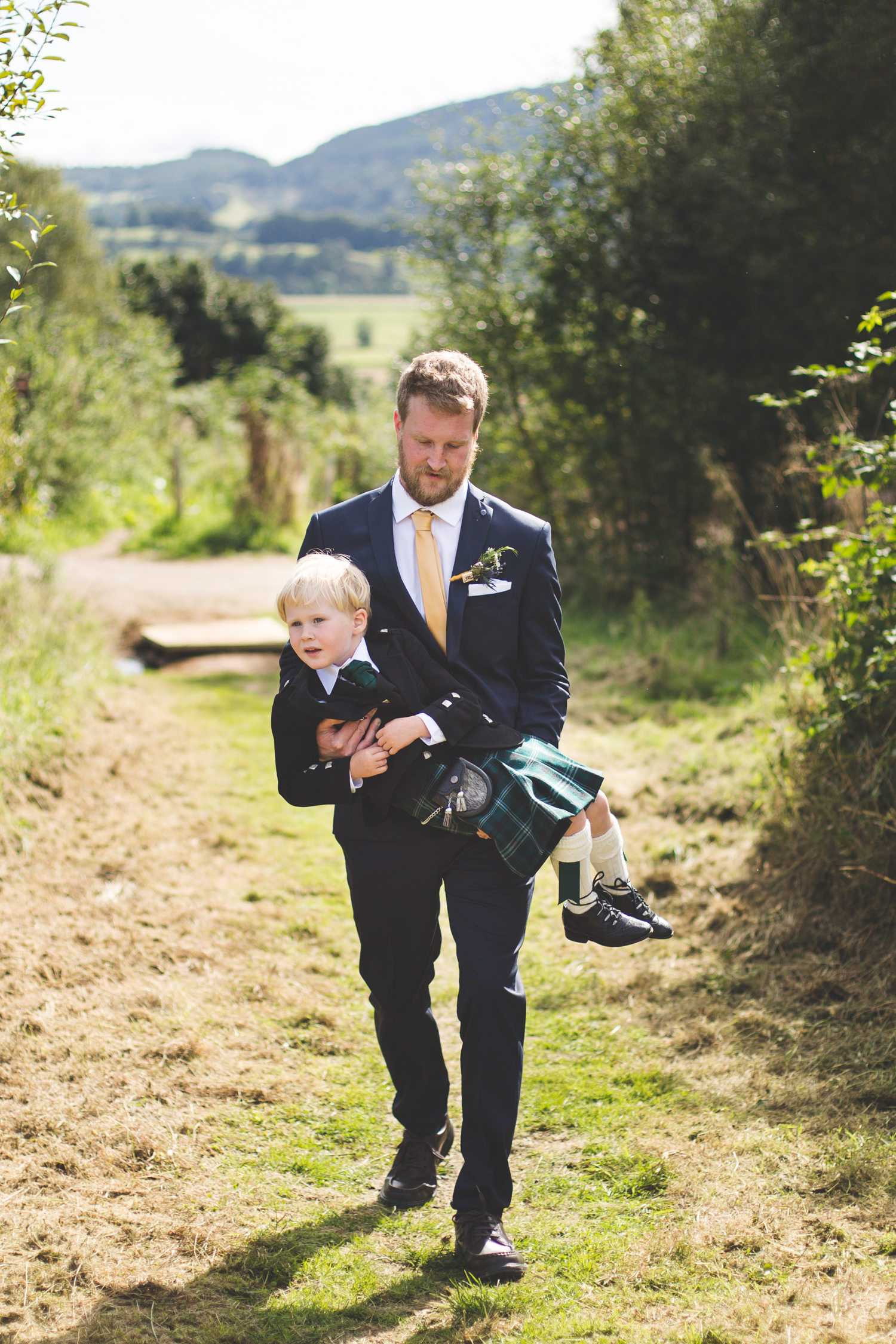 alternative-relaxed-comrie-croft-wedding-35