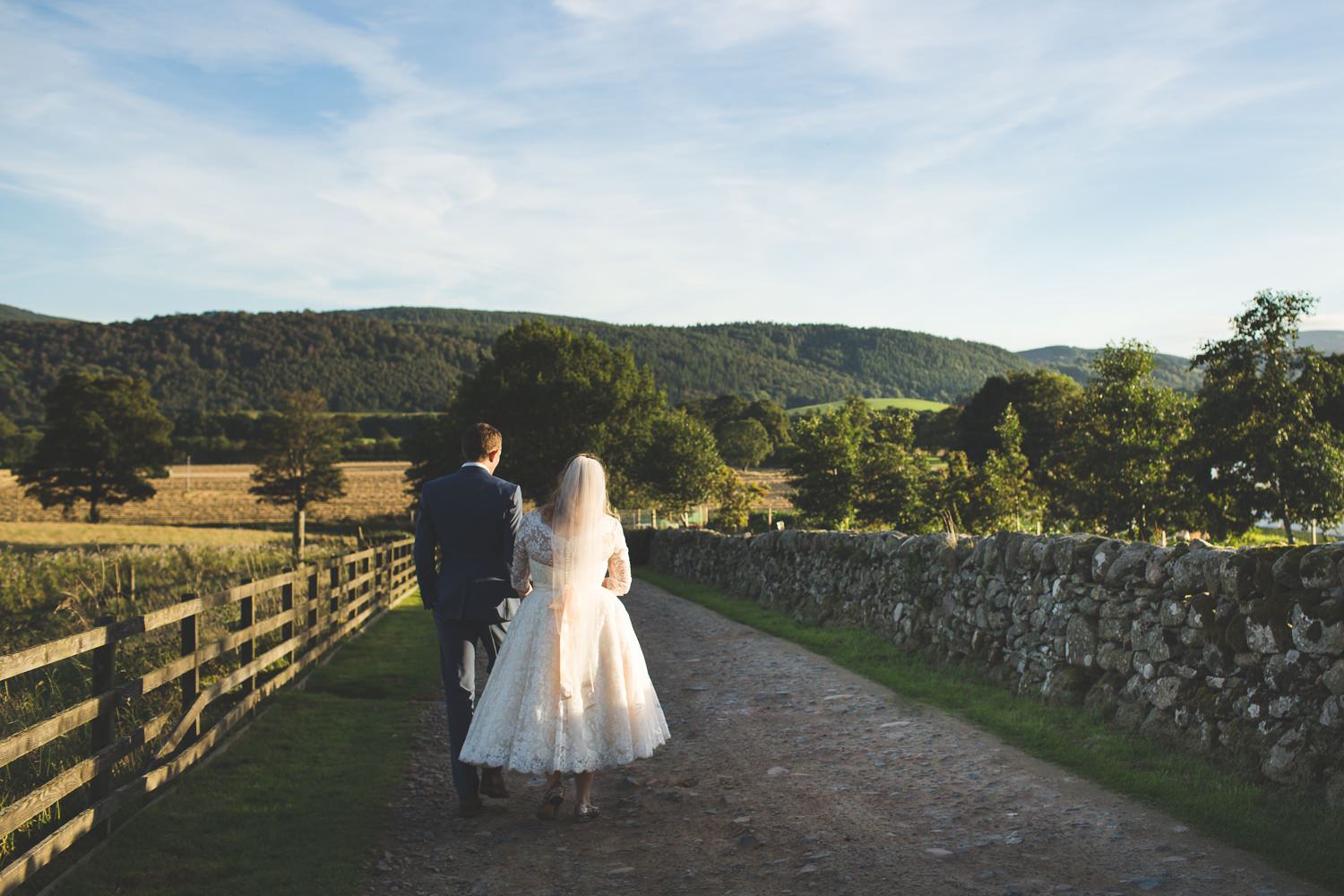 alternative-relaxed-comrie-croft-wedding-122